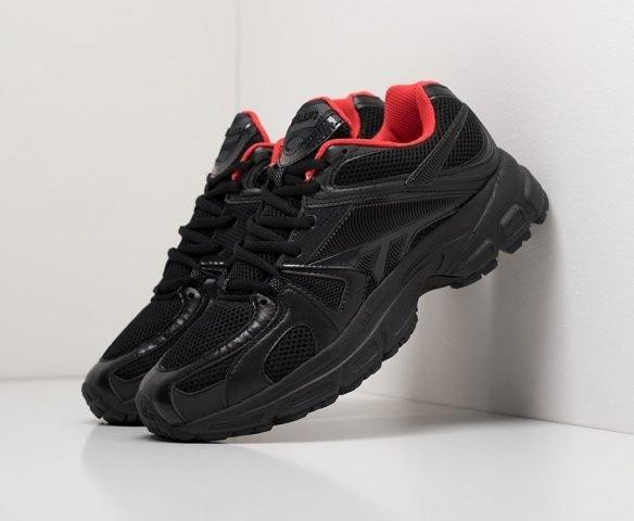 Vetements x Reebok Spike Runner 200 black