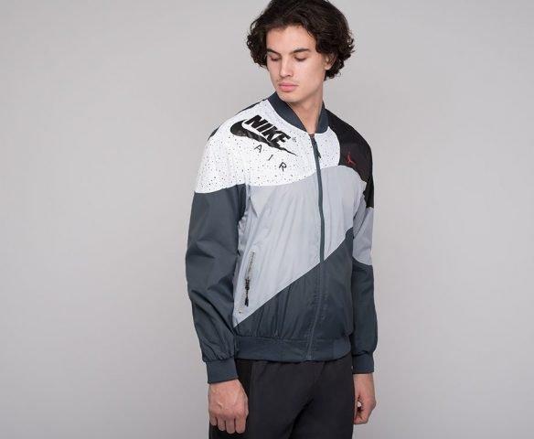 Ветровка Nike бело-серая