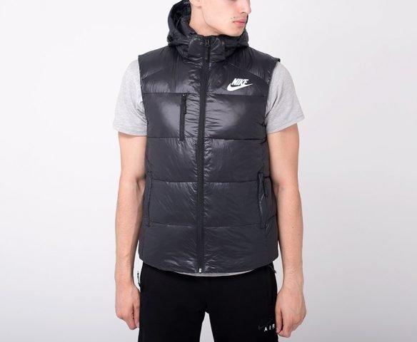 Жилет Nike черный